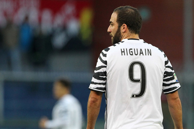Roma eyeing controversial Higuain move