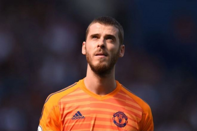 De Gea to end exit rumors by signing new contract