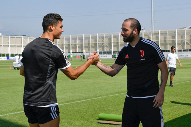 CR7 gets Higuain trolled after Juve's training