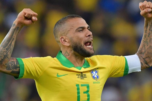 Alves set to take paycut to join EPL side