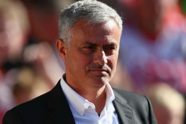 Mou set to coach again with new background staff