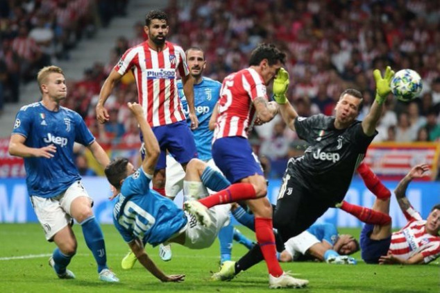 Twitter slams VAR for error Atletico-Juve clash
