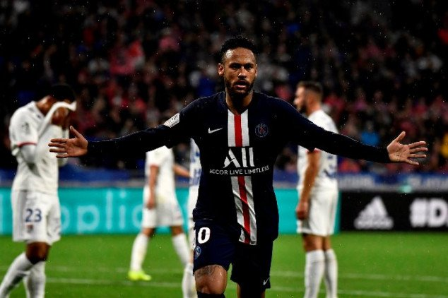 Watch: Neymar scores late winner as PSG stuns Lyon