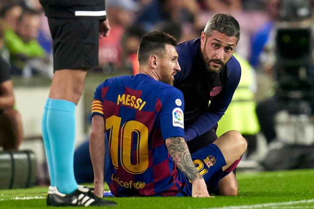 Messi leaves the pitch with fresh injury