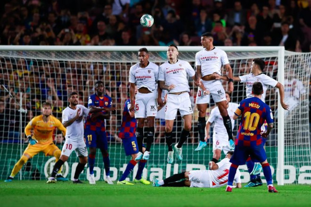 Messi makes history in Sevilla rout