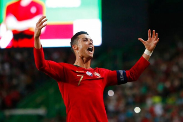 Watch: CR7 scores 699th career goal with chip