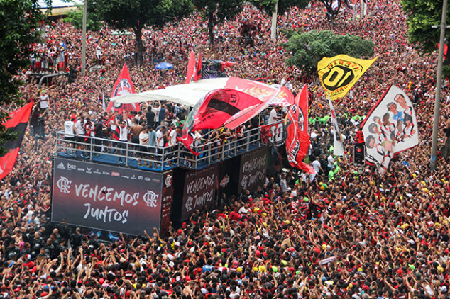 Flamengo welcomed back in wild title parade