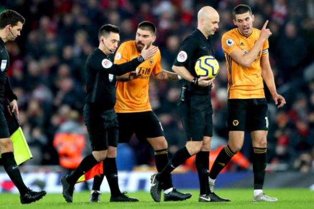 Wolves fume at VAR after controversial Li'pool win