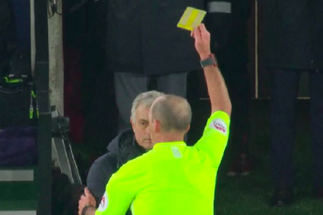 Mou booked for hilariously entering Saints' dugout