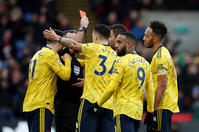 Auba sets Arsenal feat after Palace red card