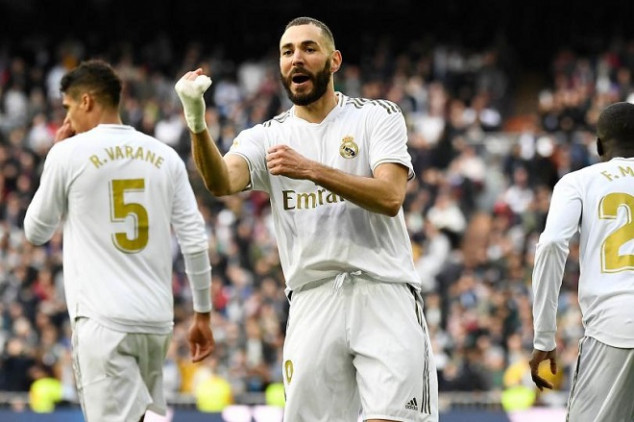 Real Madrid holds on to the first place in La Liga