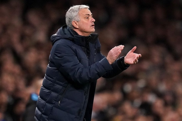 Mou shows off new bald look