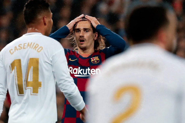 Barca assistant slamming players during Clasico