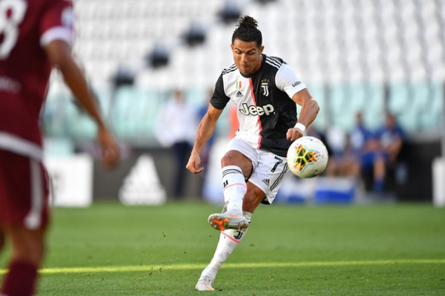 CR7 scores first Juve goal from a direct free kick