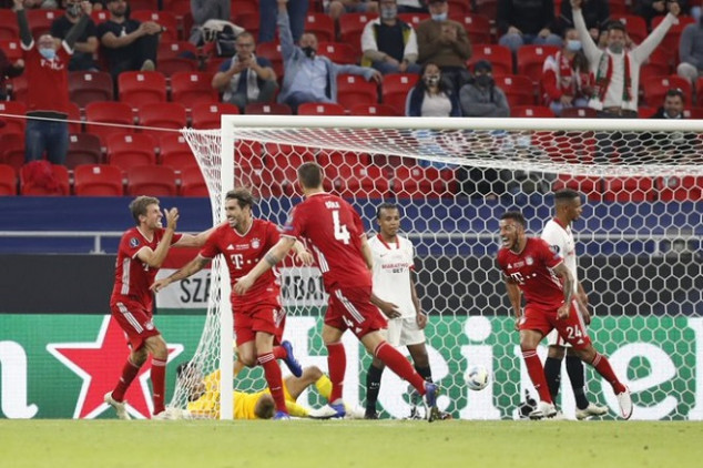 Bono's howler paves the way for Bayern's USC win