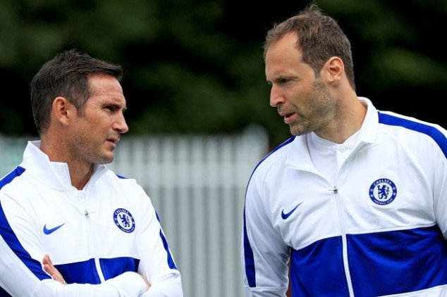 Chelsea include Cech in 25-man EPL roster