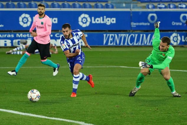 Watch: Neto's howler gifts Alaves opener vs Barca