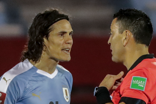 Cavani sent off in CONMEBOL WCQ after nasty tackle