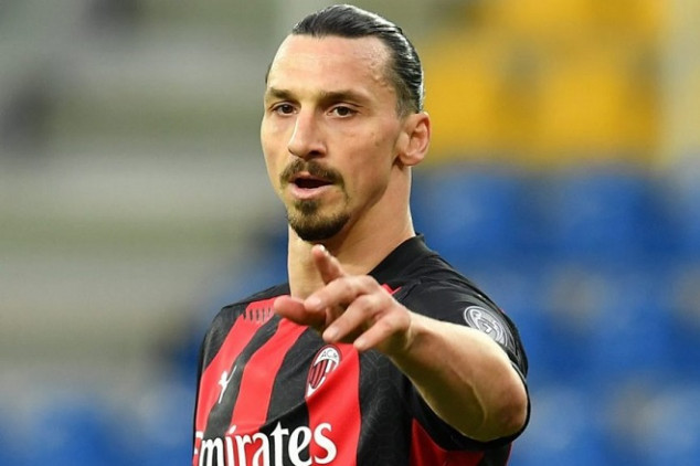 Zlatan signs contract extension with AC Milan