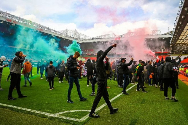 Angry Man Utd fans stage protest at Old Trafford