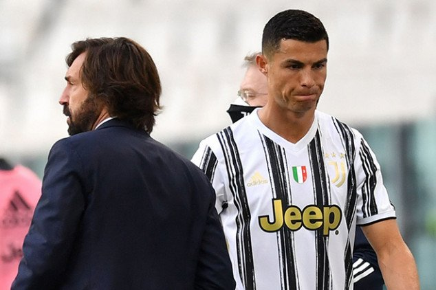 Transfer: CR7 transports cars out of Turin