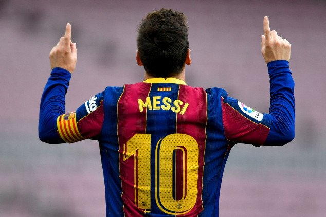 Messi agrees pay cut