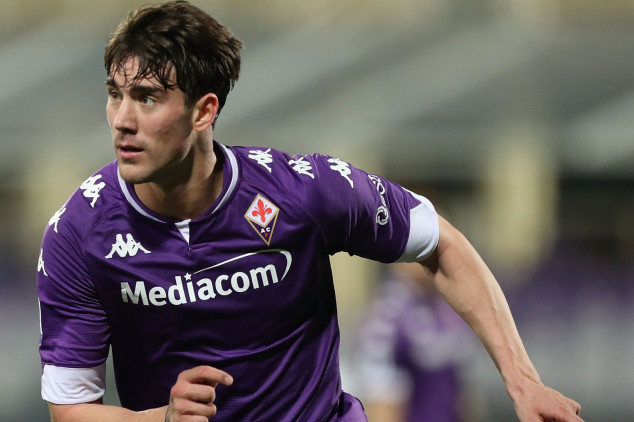 Fiorentina look to offer Dusan Vlahovic new deal